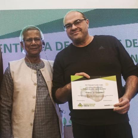 José Ramón Cuesta con el Premio Nobel de la Paz Muhammad Yunus